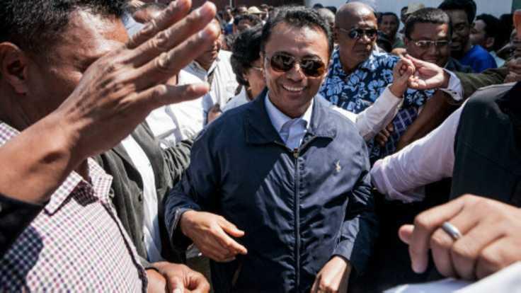 Ravalomanana entouré de ses proches, le 13 octobre 2014, à Madagascar.