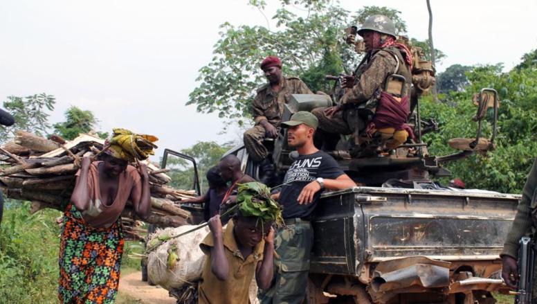 Des civils sont déplacés en prévision des combats des FARDC contre les rebelles de l'ADF-Nalu dans l'est du Congo, le 18 janvier 2014. AFP PHOTO / ALAIN WANDIMOYI