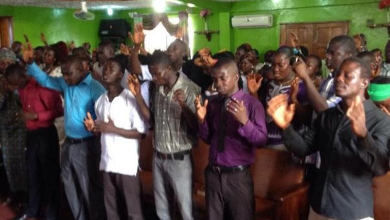 A Monrovia, certains habitants se tournent vers l'Eglise et s'en remettent à Dieu pour les aider à surmonter Ebola.