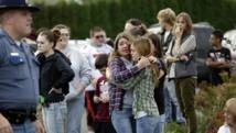 Les étudiants d'un lycée de Marysville, dans l'Etat de Washington, sous le choc après une fusillade, le 24 octobre 2014.