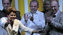 Dilma Rousseff à Brasilia, le 26 octobre 2014. Derrière elle au centre, Lula da Silva. REUTERS/Ueslei Marcelino
