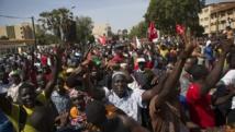 Des manifestants à Ouagadougou mercredi 29 octobre 2014, contre la révision constitutionnelle qui permettrait à Blaise Compaoré de rester au pouvoir.