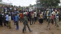 Le 22 octobre, des habitants de Béni sont rassemblés à l'extérieur d'un camp de la Monusco pour protester contre le meurtre de deux d'entre eux. REUTERS/Kenny Katombe