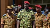 Isaac Zida, photographié le 31 octobre 2014 à Ouagadougou après la réunion des chefs d'état-major des armées. AFP PHOTO / ISSOUF SANOGO