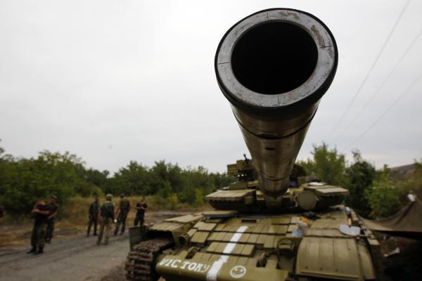 Blindés de l'armée ukrainienne capturés par les indépendantistes. REUTERS/Valentyn Ogirenko