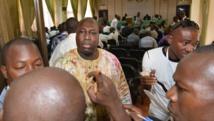 Le leader de l'opposition Zéphirin Diabré, lors de la réunion qui a rassemblé opposition, société civile, leaders religieux et coutumiers, en vue d'élaborer un projet de charte de transition, à Ouagadougou, le 8 novembre 2014. AFP PHOTO / ISSOUF SANOGO