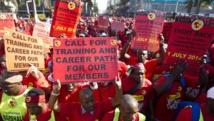 Des membres de la Numsa manifestent le 1 juillet 2014 dans les rues de Durban. REUTERS/Rogan Ward