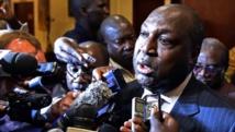 Zéphirin Diabré, chef de l'opposition, face aux médias après la réunion avec la société civile, leaders religieux et traditionnels du Burkina Faso, ce mardi 11novembre 2014, sur le projet de charte de la transition. Crédit ISSOUF SANOGO / AFP