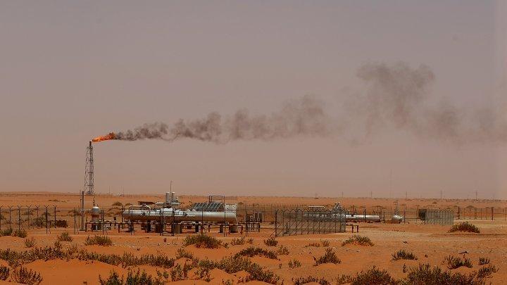 Chute du prix du pétrole : à quoi joue l'Arabie saoudite ?