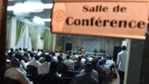 Des représentants de la société civile, de l'opposition politique, des leaders religieux et de l'armée en pleines tractations, à Ouagadougou le 13 novembre.