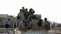Des combattants fidèles au général Haftar à l'est de Benghazi, le 24 octobre. REUTERS/Stringer