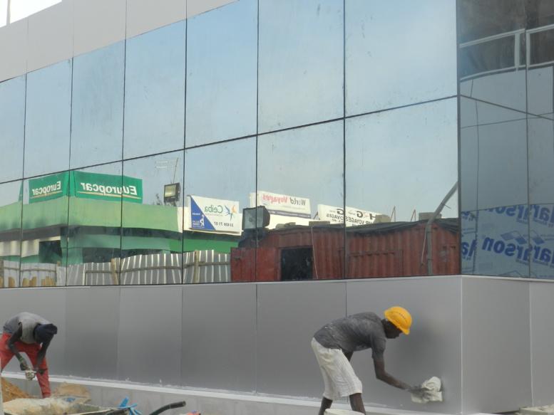 façade de la nouvelle salle arrivée de l'aéroport de Dakar