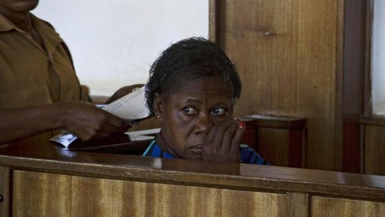 Rosemary Namubiru, l'infirmière séropositive ougandaise lors de son procès le 19 mai 2014. AFP PHOTO/ ISAAC KASAMANI