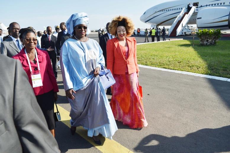 Images  Au moment où au CICAD, les Chefs d'Etats planchaient..., les Premières dames...