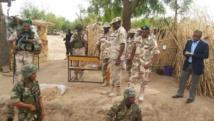 Des militaires nigérians se préparent à une patrouille nocturne dans la forêt de Sambisa, en partie contrôlée par Boko Haram (avril 2014).