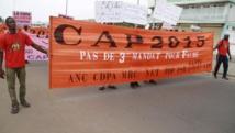 Pas de troisième mandat pour Faure, pouvait-on lire sur les banderoles, lors des manifestations de ce vendredi 12 décembre, qui se sont déroulées dans cinq villes du pays. REUTERS/Noel Kokou Tadegnon