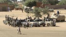 Des troupes soudanaises sécurisent le village de Tabit, au Darfour. AFP PHOTO/ASHRAF SHAZLY