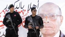 Des policiers montent la garde à Sidi Bouzid, le 17 novembre. REUTERS/Zoubeir Souissi
