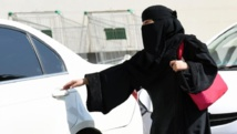 Une femme monte dans un taxi à Riyadh. L'Arabie saoudite est le dernier pays à interdire aux femmes de conduire.