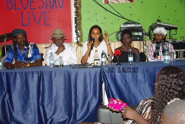 De gauche à droite Vieux Birahim Fall, Daby Baldé, Mbayang Diop, Mariama Kouyaté et Préfet Adam