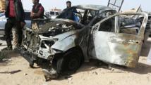 Les restes d'une voiture piégée à Tobrouk en Libye, le 13 novembre 2014. REUTERS/Stringer