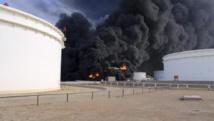 L'incendie du terminal d'al-Sedra le 26 décembre. Désormais ce sont 5 terminaux qui sont en feu. REUTERS/Stringer