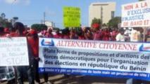 Des manifestants réunis le 10 décembre 2014 à l'appel de l'opposition, pour exiger l'organisation d'élections municipales et cantonales, initialement prévues en 2013.