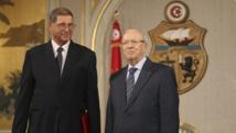 Le nouveau président tunisien Beji Caïd Essebsi (D) a chargé Habib Essid (G) de former le nouveau gouvernement.