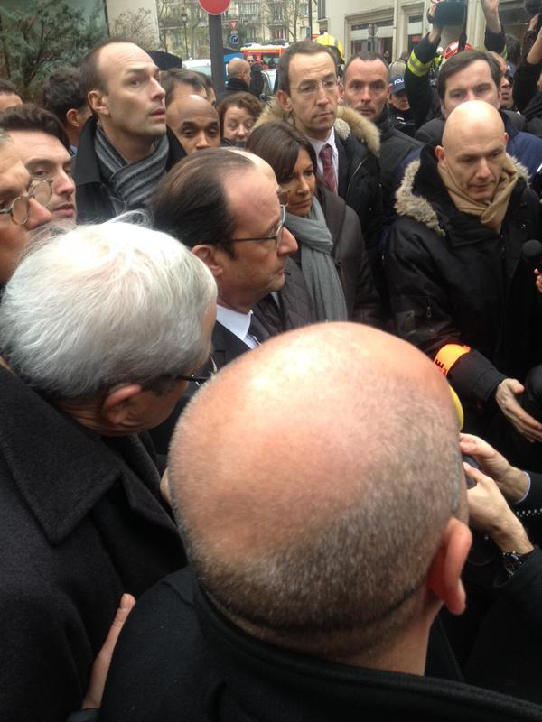 "En direct Paris #Charliehebdo : ""Acte d'extrême barbarie contre la presse et les journaliste"", selon Hollande (VIDEO)"