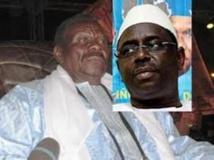 Inauguration de l'autoroute Illa Touba: poignée de main entre le président Sall et Cheikh Béthio Thioune