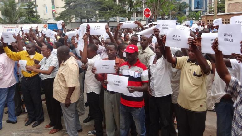 Rassemblement à Bujumbura en faveur de la liberté de la presse, et en soutien aux victimes du terrorisme en France, le 11 janvier 2015 Esdras Ndikumana / RFI