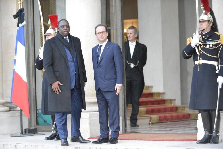 """""""La marche et l'acte d'allégeance à Paris"""" : Macky Sall au cœur d'une polémique"""
