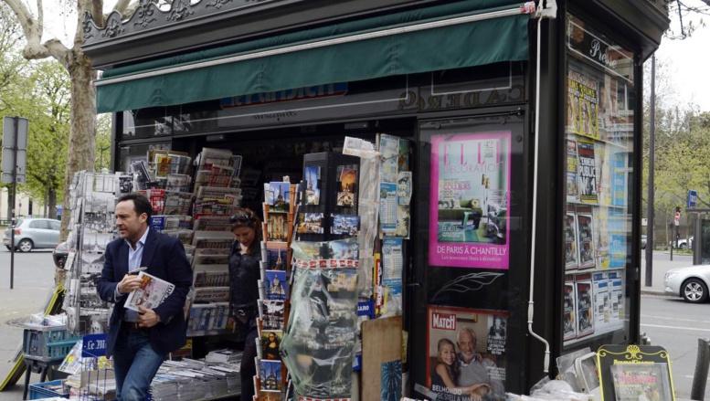 Le dernier Charlie Hebdo sort à 3 millions d'exemplaires mais nombreux sont les Français qui ont réservé leur exemplaire ce mercredi 14 janvier auprès de leur marchand de journaux en soutien à l'hedomadaire