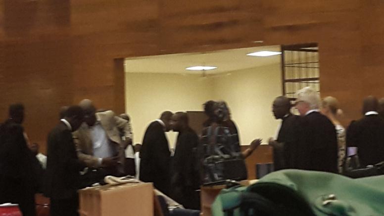 Direct procès de Karim - présence des députés: Me El Hadji Diouf donne les raisons et se fait huer