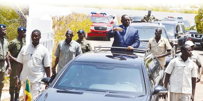 Macky Sall se blinde: sa garde rapprochée plus nombreuse, des gendarmes l'entourent