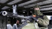 Rebelle séparatiste ukrainien gardant un check-point à l'entrée de Donetsk, le 23 janvier 2015. REUTERS/Alexander Ermochenko (UKRAINE - Tags: CIVIL UNREST CONFL