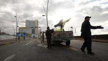 Un véhicule des forces de sécurité à proximité de l'hôtel Corinthia, à Tripoli, le 27 janvier 2015. REUTERS/Ismail Zitouny