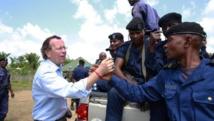 Le Chef de la Monusco, Martin Kobler félicite et encourage une patrouille de la police nationale congolaise à Eringeti au Nord Kivu. MONUSCO/Abel Kavanagh