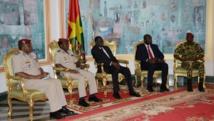 Les responsables de la garde présidentielle ont rencontre ce vendredi 6 février le président Michel Kafando (c).