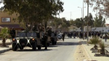 Les forces de l'ordre tunisiennes sécurisent le sud du pays, à la frontière libyenne, où ont éclaté des heurts entre la police et des manifestants provoquant ce mouvement de grève, ici le 9 février 2015. REUTERS/Stringer