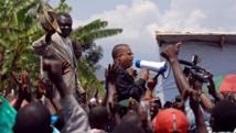 Jean-Claude Muyambo (avec un haut-parleur) en 2007. AFP PHOTO / LIONEL HEALING