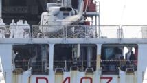 Des migrants arrivent en Sicile le 15 février à bord du navire de patrouille italien «Spica». REUTERS/Antonio Parrinello