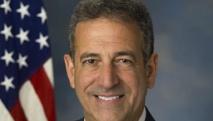 Russ Feingold avait pris ses fonctions d'envoyé spécial des Etats-Unis pour les Grands Lacs en juin 2013 avant de démissionner en 2015