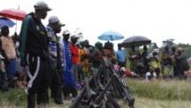Reddition de militants du FDLR, à Kateku, dans l'est de la RDC, le 30 mai 2014. REUTERS/Kenny Katombe