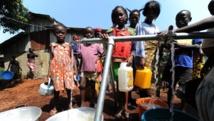 Des enfants réfugiés au camp de Don Bosco, à Bangui, en RCA, le 14 décembre 2013. AFP PHOTO/ SIA KAMBOU
