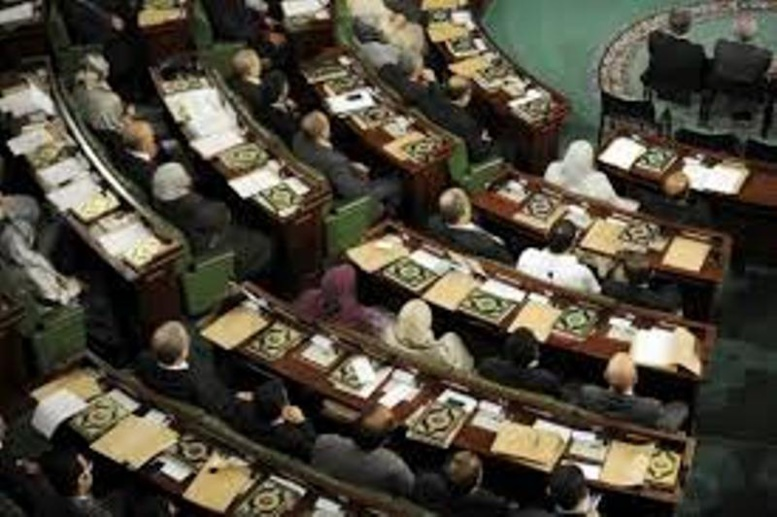 Tunisie sous tension:  5 blessés dans une attaque au quartier du Parlement