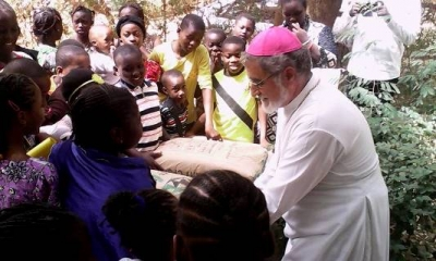 Niger: Les enfants reconstruisent leurs Eglises brûlées