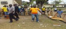 """Abidjan: """"Délogés"""" des classes, les élèves d'un lycée public observent leur deuxième journée d'arrêt de cours"""