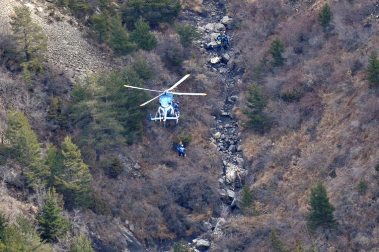 Crash A320: le copilote a fait des recherches internet sur le suicide et les portes des cockpits
