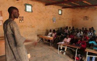 3.515 projets de reclassement d'instituteurs et de professeurs traités dans la Fonction publique, (DG)